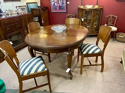1930's Art Deco Solid Oak Extendable Dining Table