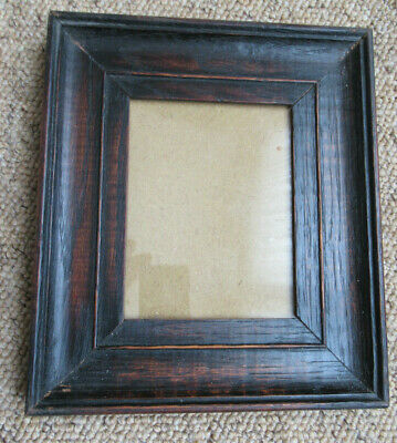 An Antique Vintage Oak   Small Portrait Picture Photo Frame .
