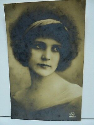 VINTAGE PHOTO-CARTE RPPC ART DECO PORTRAIT MODE PORTRAIT DE JEUNE FEMME c. 1920