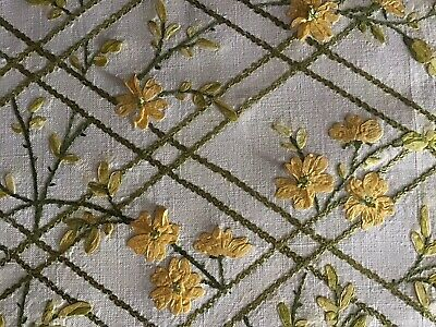 Stunning Vintage Linen Hand Embroidered Tray Cloth~ Ribbon Work/Buttercups/Lace