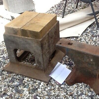 blacksmith anvil and original stand ,superb condition , ready to work,great ring