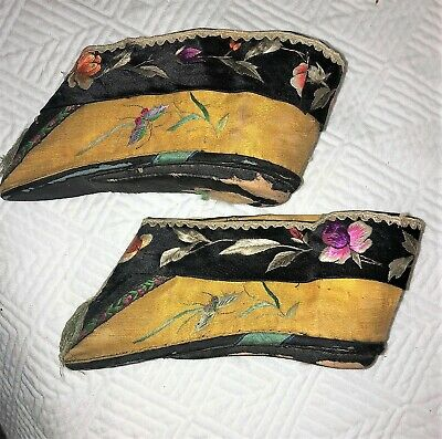 Antique Pair of CHINESE EBROIDERED LOTUS SHOES BOUND FEET Qing embroidery