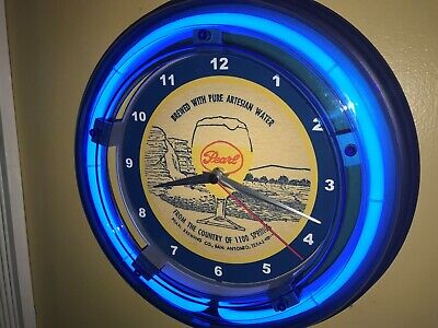 Pearl 1100 Springs Texas Beer Bar Tavern Man Cave Blue Neon Wall Clock Sign