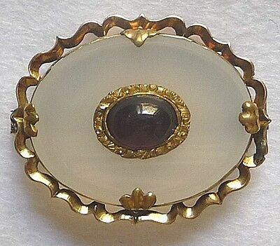 Late Victorian or Edwardian 9ct Gold, White Agate & Garnet Oval Brooch