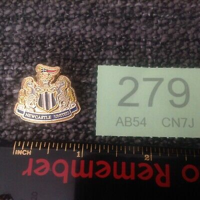 Newcastle United FC Pin / Badge - Football Club - White, Silver, Red & Blue