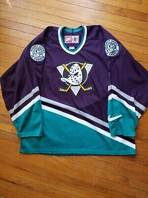 official photos 513c2 43a3d VINTAGE ANAHEIM MIGHTY Ducks Jersey Autographed by Paul Kariya and Teemu  Selanne