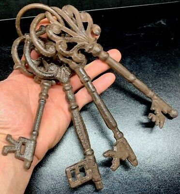 Rare Very Old Rusty LARGE ANTIQUE CASTLE DOOR CHURCH JAIL Prison Lock Safe KEYS