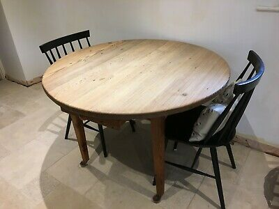 Vintage circular pine table with drawer - very good condition