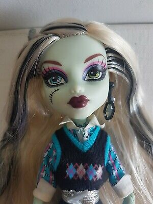 MONSTER HIGH DOLL - Wave 2 FRANKIE STEIN - School's Out - MATTEL. Blue Body