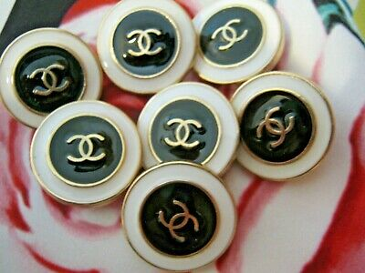 Chanel 100%  buttons  set of 7 sz 17mm lot of 7 black white GOLD tone CC