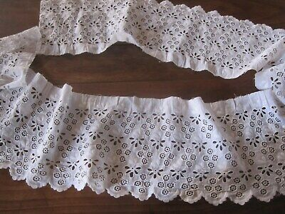 Ancien  volant broderies blanches (main)