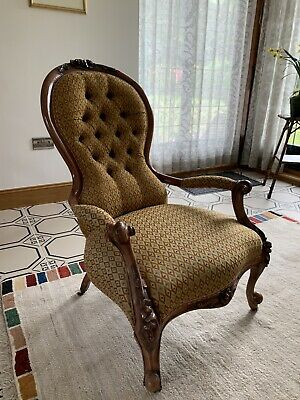 Victorian Spoon Back Chair. Beautifully upholstered. Walnut. Porcelain castors
