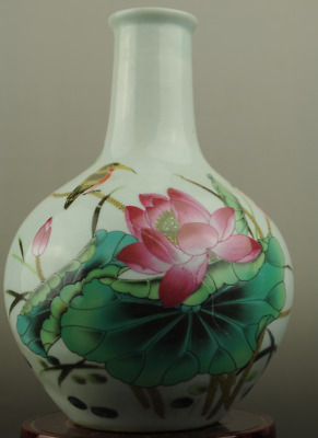 Chinese old hand-made famille rose porcelain Hand painted lotus vase b02