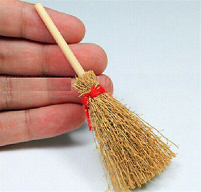 FD3430 Wooden Broom Wicca Witch Garden 1:12 Dollhouse Miniature Accessory Gift ♫