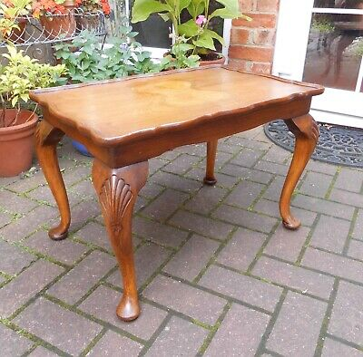 Antique Style Coffee, Side Or Lamp Table~Carved Cabriole Legs~Piecrust Edge