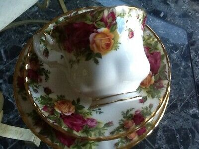 Royal Albert old country roses 1962 Vintage Trip Set cup saucer & Plate Perfect