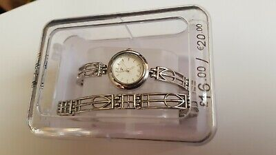 Ladies R Vintage Watch Bracelet Set working  w/ box see photos