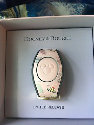 Disney Epcot Food & Wine Festival 2019 Chef Minnie Magic Band Dooney & Bourke