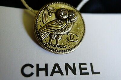 CHANEL button 22 mm 0,8 inch GOLD TONED Logo CC metal Owl
