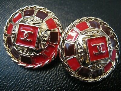 Chanel 2  cc logo RED PURPLE buttons  18mm gold cc good condition lot 2