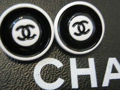 Chanel 2 cc buttons WHITE BLACK   16mm lot of 2 good condition