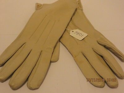 Superb Pair Of Butter Soft Cream Coloured Leather Gloves With a Polyamide Lining