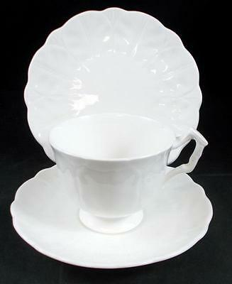 Aynsley SNOW CROCUS Trio Bread & Butter, Cup & Saucer Bone China A+ CONDITION