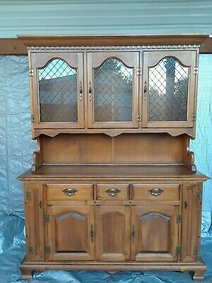 Old English Maple Hutch Gorgeous in excellent condition
