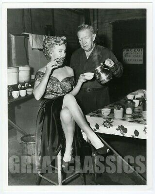 Marilyn Monroe Clash By Night 1952 Lovely Legs Candid On Set Vintage Photograph