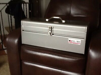 """PICK UP ONLY!Vintage LARGE! Vermont 22""""x 9""""x8 1/2"""" Toolbox/tray!"""
