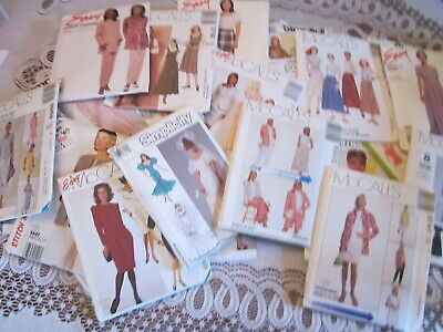 LOT OF 34 UNCUT LADIES' SEWING PATTERNS Simplicity McCall Butterick SZS. 6-14