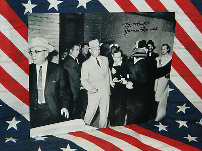 Jim Leavelle Signed 8X10 B&W Lee Harvey Oswald Being Shot And He Is The Escort
