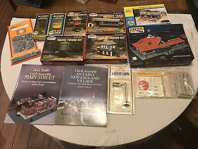 HUGE LOT!! HO Scale Buildings And Items. Various Kinds. READ CAREFULLY!