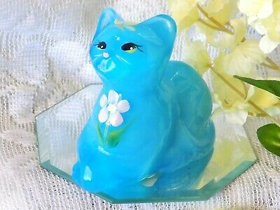 Gorgeous Fenton Sky Blue Art Glass Perky Cat Gift Shop Exclusive 2008