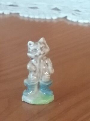 Mini figurine chat botte  en porcelaine