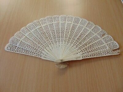 VINTAGE ANTIQUE CHINESE 19th CENTURY CARVED BOVINE BONE HAND FAN