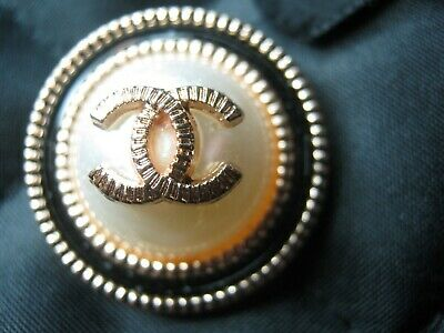 💋💋💋💋💋 Chanel 2 buttons  25mm lot of 2 pearl gold CC