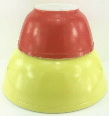 Pyrex Glass Set 2 Nesting Mixing Bowls Primary Colors Yellow & Red
