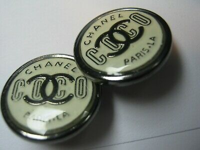💋💋💋💋Chanel 2 cc buttons silver black 20mm lot of 2 good condition💋💋💋💋