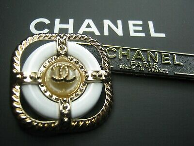 💋💋💋💋Chanel 1 cc button white gold  30mm lot of 1 good condition💋💋💋💋
