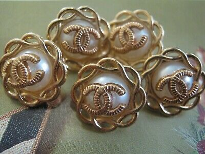 💋💋💋💋💋 Chanel 5 small buttons  13mm lot of 5 pearl gold CC