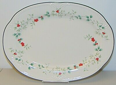 Pfaltzgraff  WINTERBERRY OVAL SERVING PLATTER Plate Holly Berry Christmas
