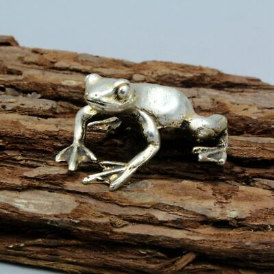 Collectable China Old Miao Silver Handwork Carved Frog Unique Auspicious Statue