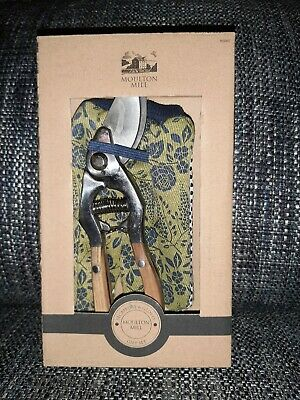 Moulton Mill Secateurs and Gloves Gift Set New In the Box Gardening