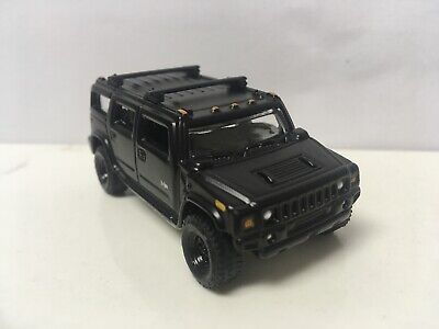 2004 04 Hummer H2 Collectible 1/64 Scale Diecast Diorama Model