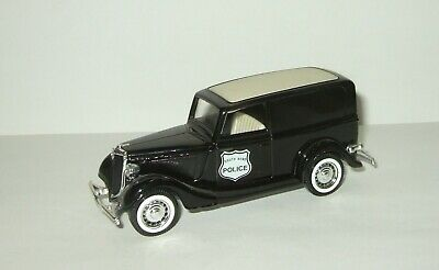 Coach Maroon Carlectables 43540 1:43 1933 Ford V8 Coupe