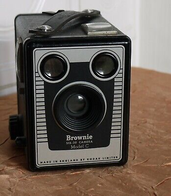 KODAK SIX-20 BROWNIE C Box Made by KODAK LTD London  (N5736)