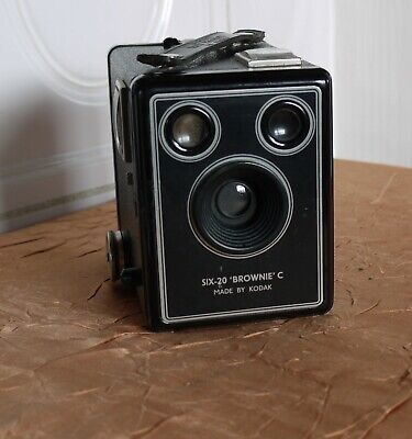 KODAK SIX-20 BROWNIE C Box Made by KODAK LTD London  (N5740)