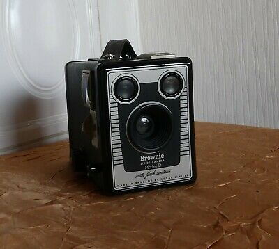 KODAK SIX-20 BROWNIE D Box Made by KODAK LTD London  (N5745)