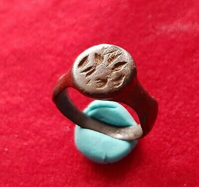 ANCIENT ROMAN BILLON RING WITH ENGRAVINGS . circa IV century